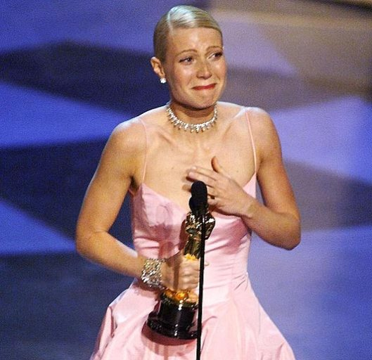 Image of Gwyneth Paltrow Accepting her Oscar